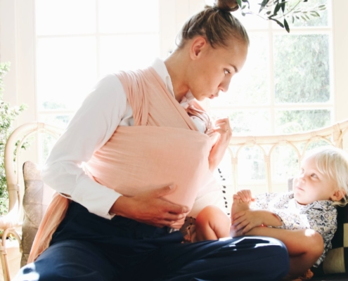 nyfødt i bæresjal